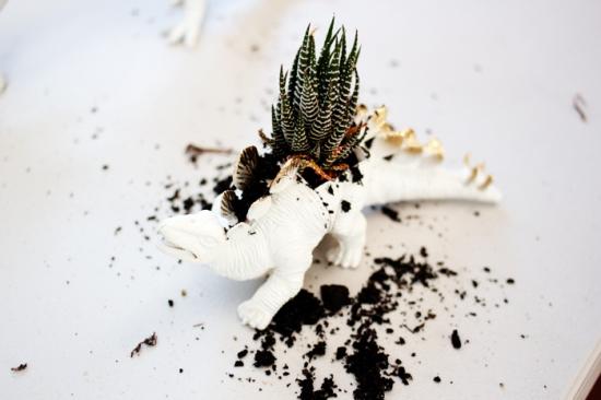 DIY: Dinosaur Planters by www.highwallsblog.com